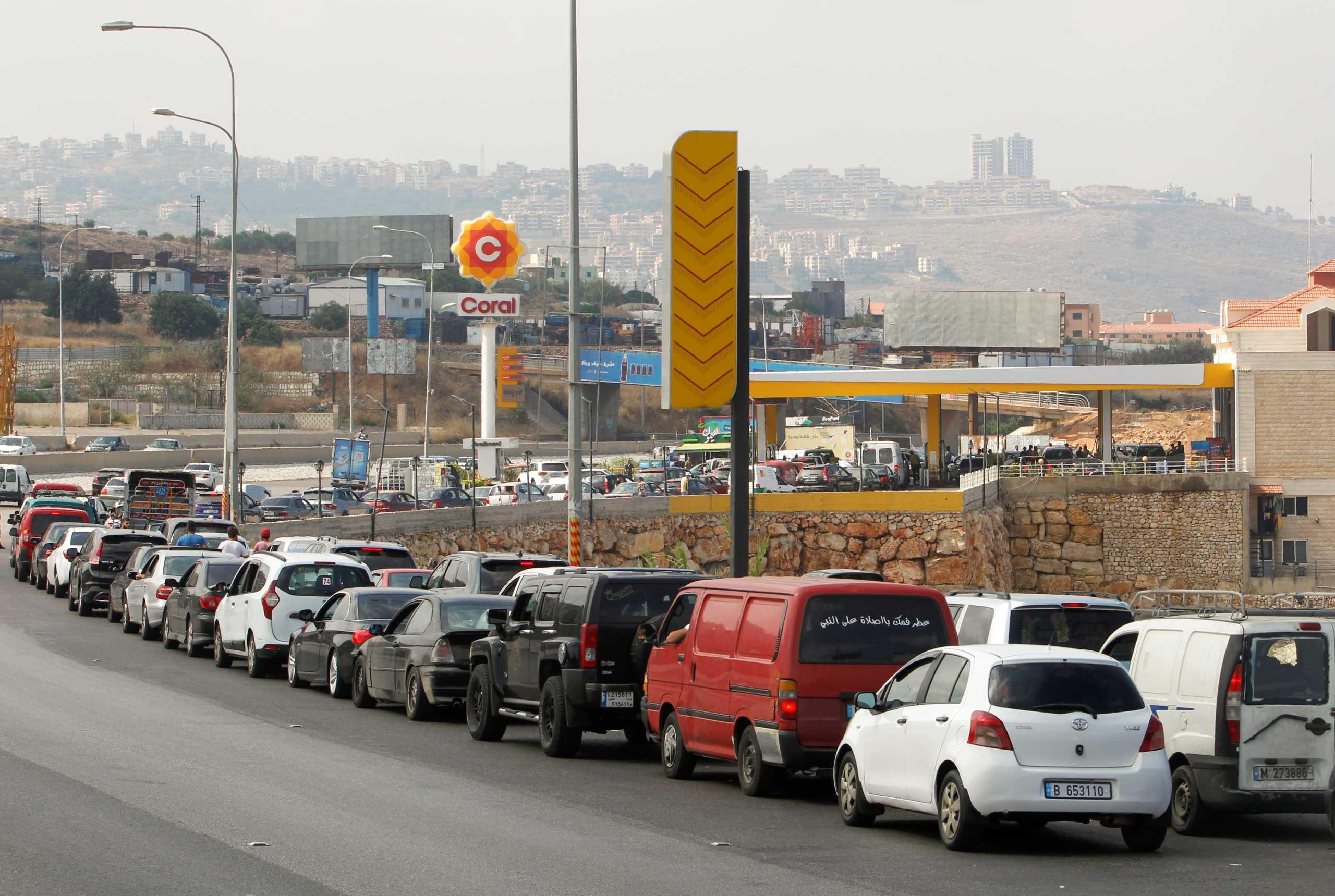 Λίβανος: Νέα υποτίμηση – ρεκόρ του νομίσματος – Ουρές χιλιομέτρων για τρόφιμα και καύσιμα