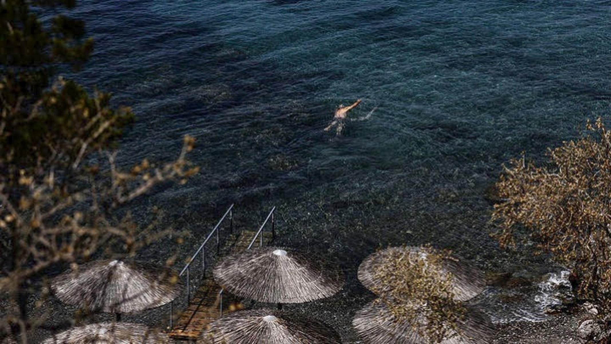 Λήμνος: Προπονητής διέσωσε κολυμβητές που κινδύνευαν στη θάλασσα