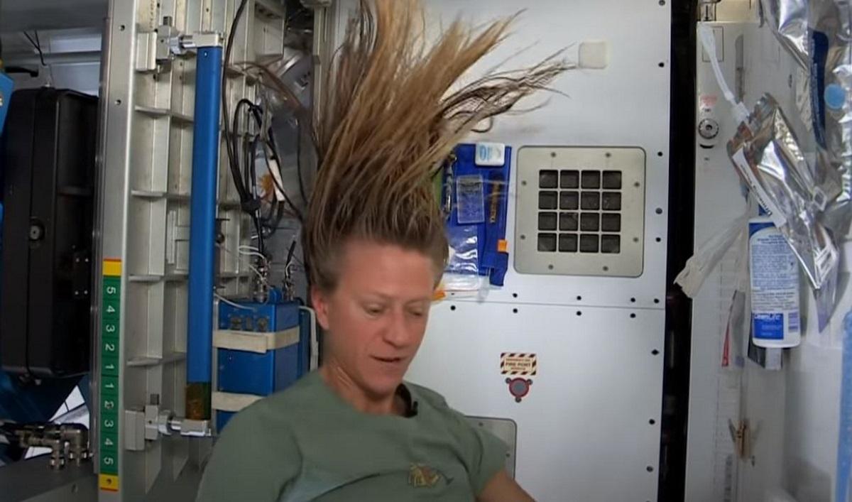 Απίστευτες εικόνες: Έτσι λούζονται οι αστροναύτες στο Διάστημα (vid)