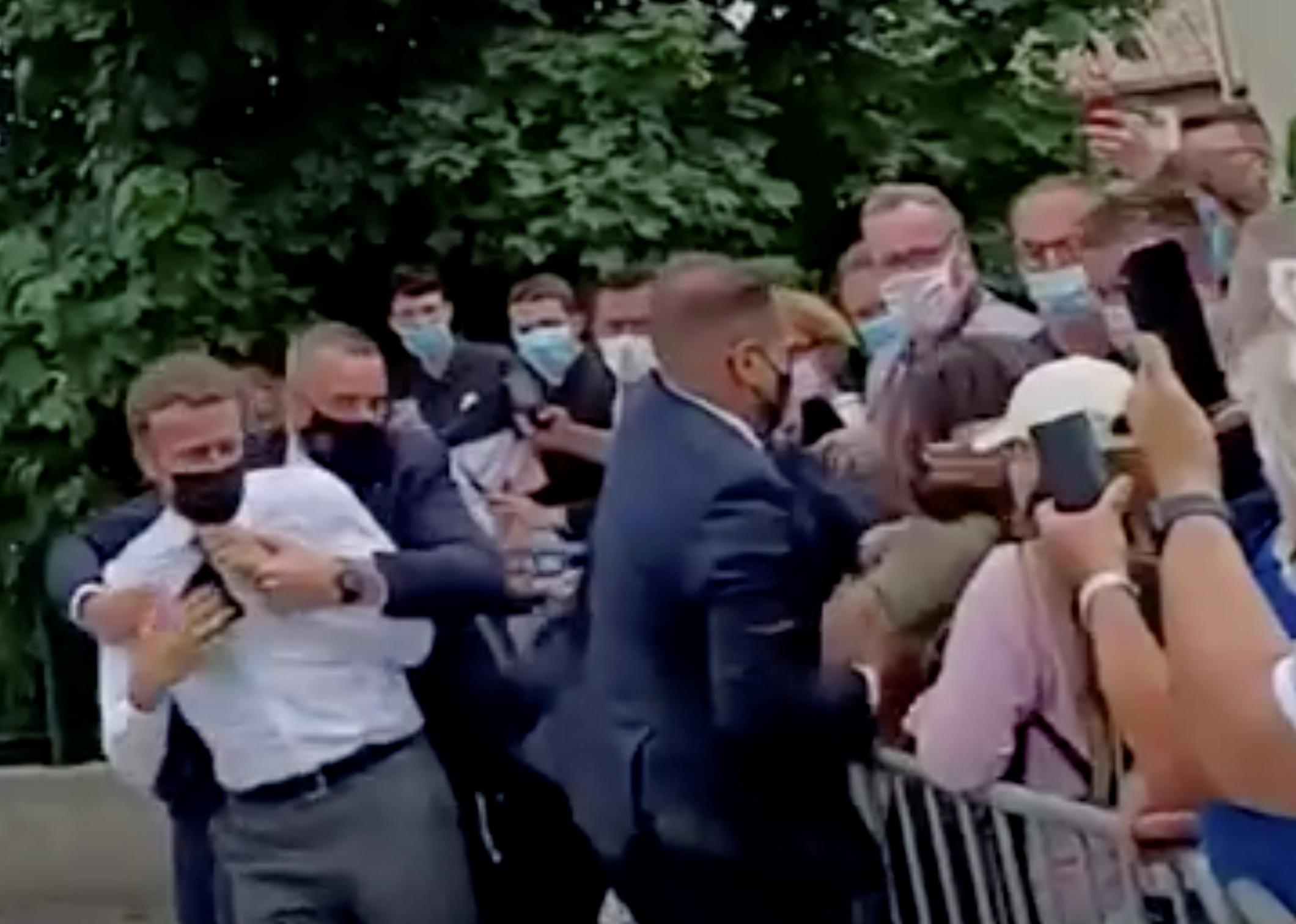 Γαλλία: Φυλάκιση 18 μηνών στον άνδρα που χαστούκισε τον Μακρόν πρότεινε ο εισαγγελέας
