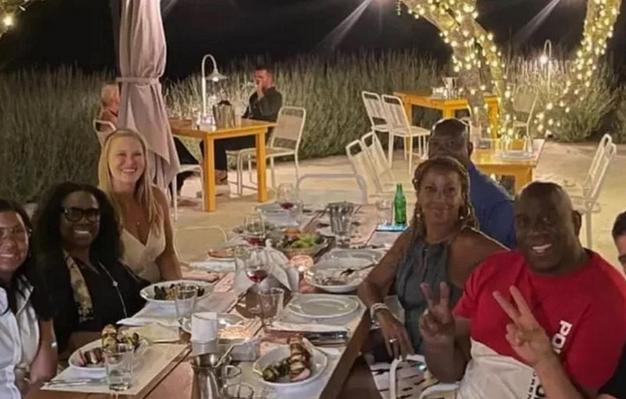 Μάτζικ Τζόνσον – Ζάκυνθος: Έριξε τη «βόμβα» που θα συζητηθεί κατά τη διάρκεια δείπνου με θαλασσινά