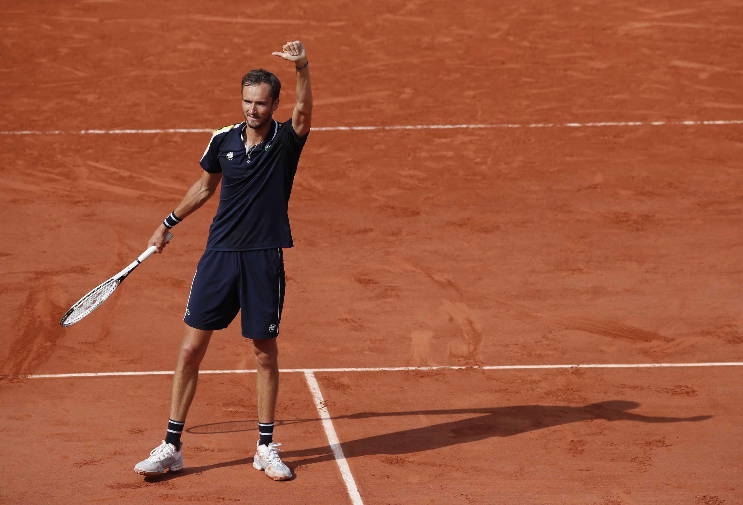 O Στέφανος Τσιτσιπάς θα αντιμετωπίσει τον Μεντβέντεφ στα προημιτελικά του Roland Garros