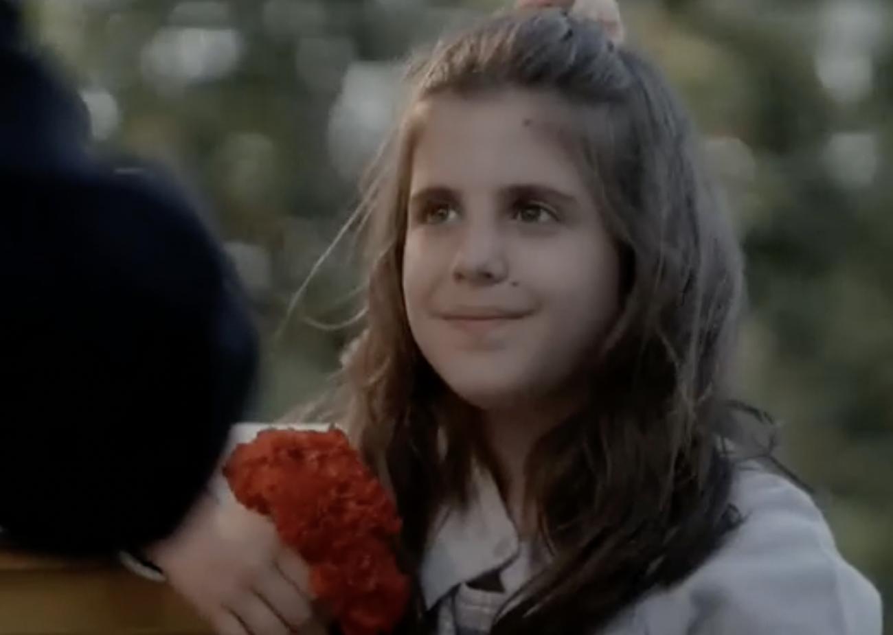 Άγριες Μέλισσες: Κόρη πρωταγωνιστή της σειράς το κοριτσάκι που έπαιξε στη σκηνή με τον Αλέξη