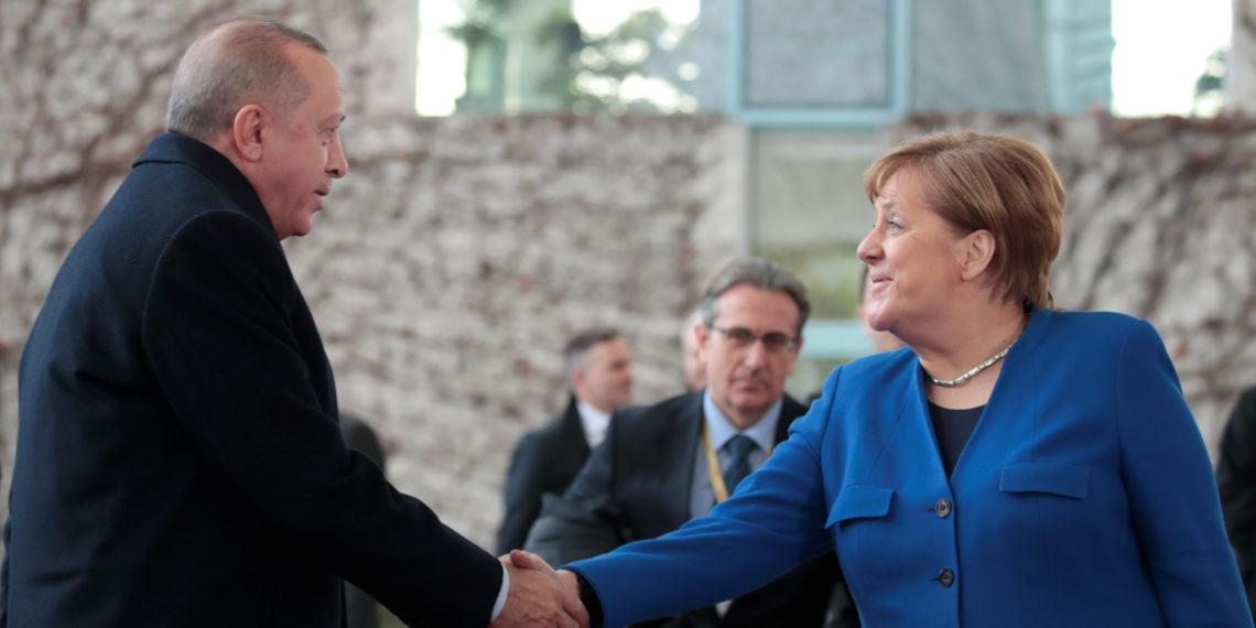 Γερμανικά ΜΜΕ: Μέρκελ, το σημαντικότερο στήριγμα του Ερντογάν
