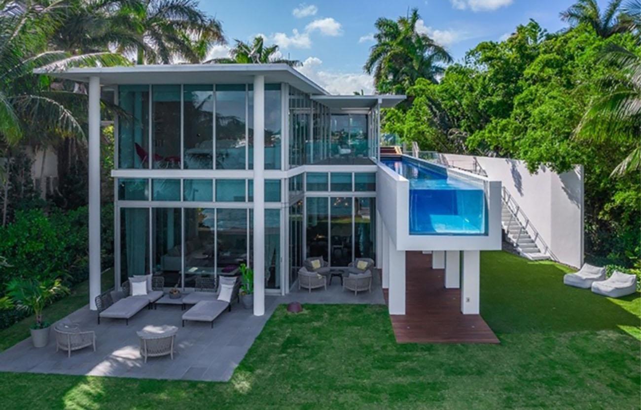 Η παραθαλάσσια κατοικία των 22,5 εκατ. δολαρίων με την πιο cool πισίνα που έχετε δει