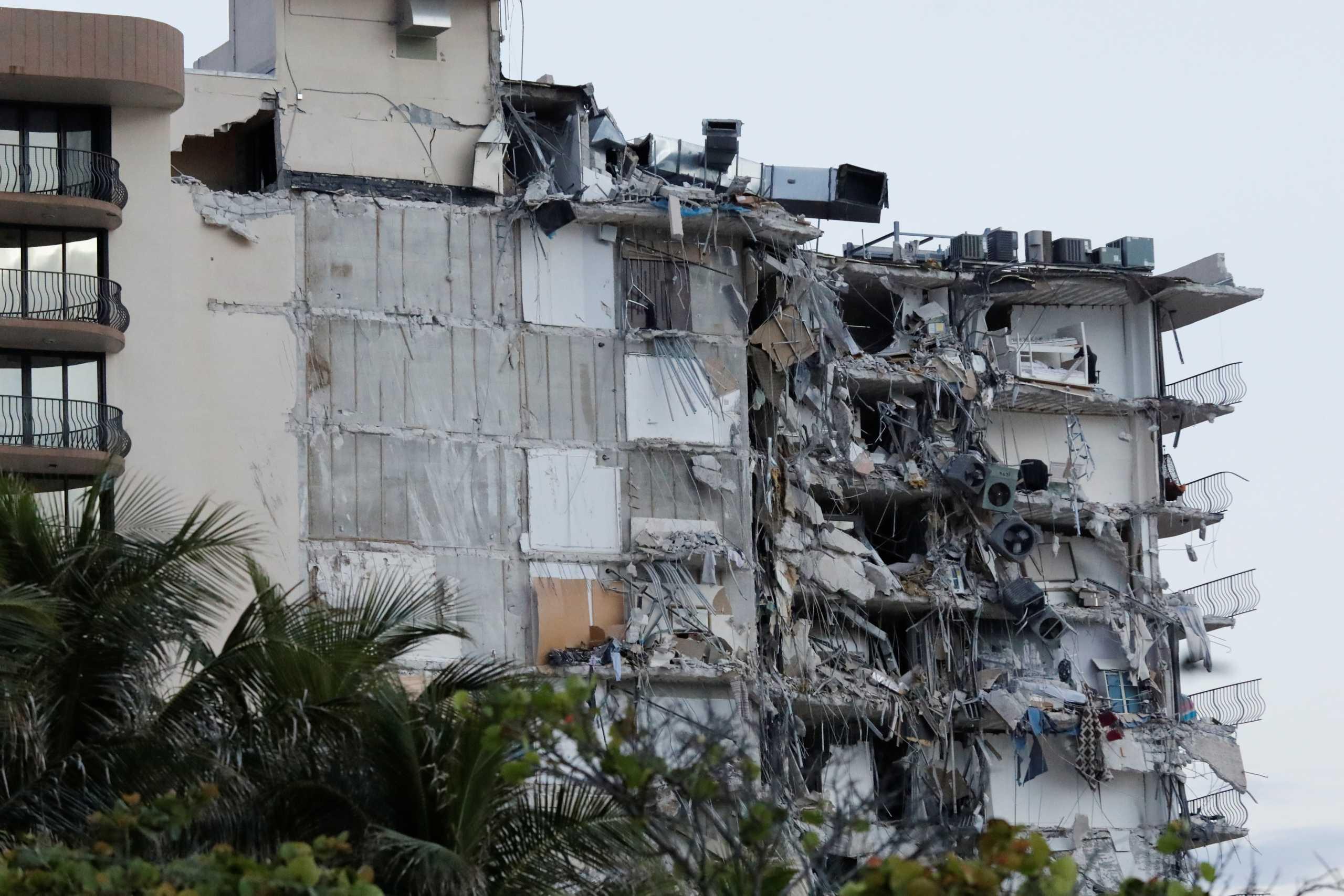 Μαϊάμι: Εικόνες – σοκ από την κατάρρευση πολυόροφου κτιρίου – Τουλάχιστον 1 νεκρός και 10 τραυματίες (pics, vids)