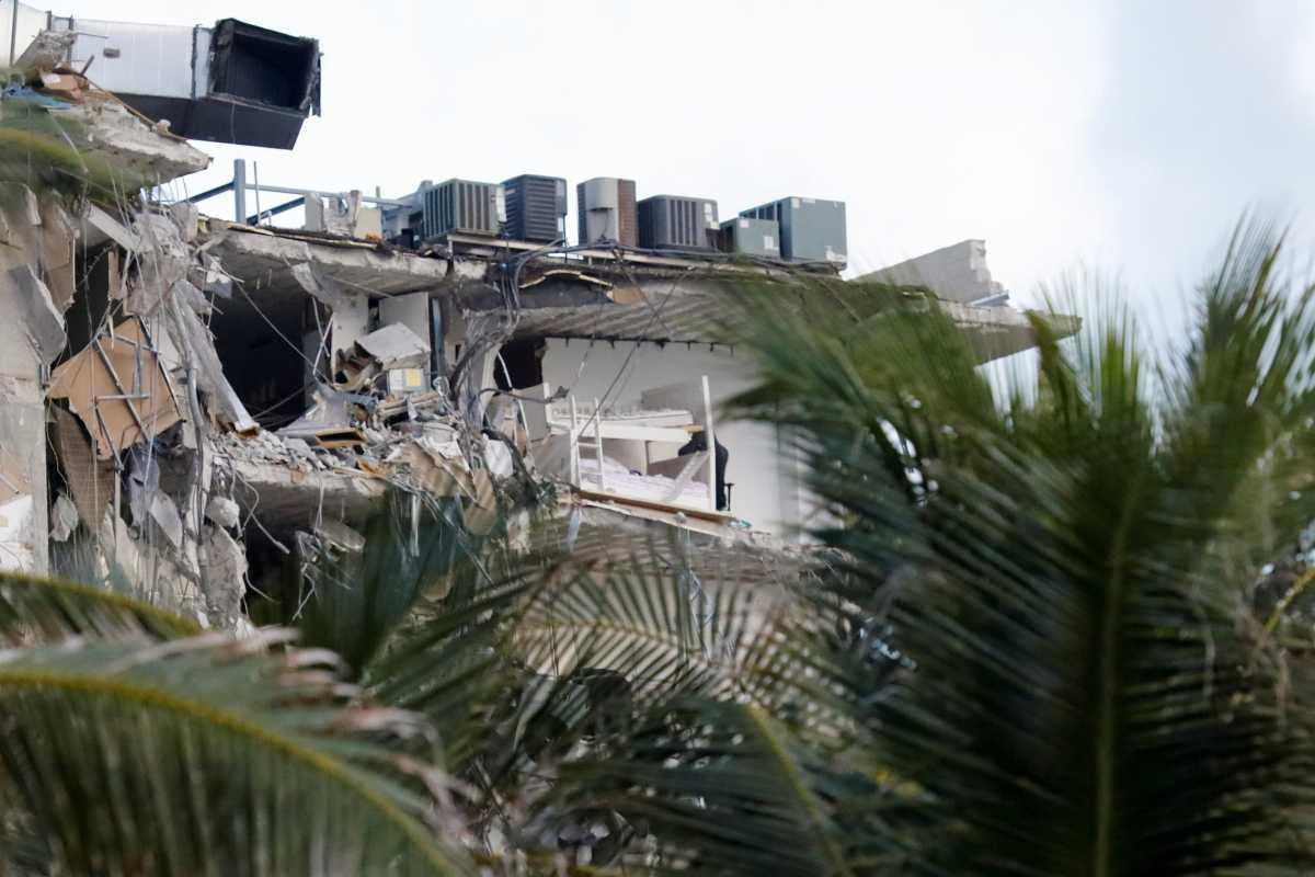 Μαϊάμι: Η στιγμή που το θηριώδες κτίριο καταρρέει – Σοκαριστικό βίντεο