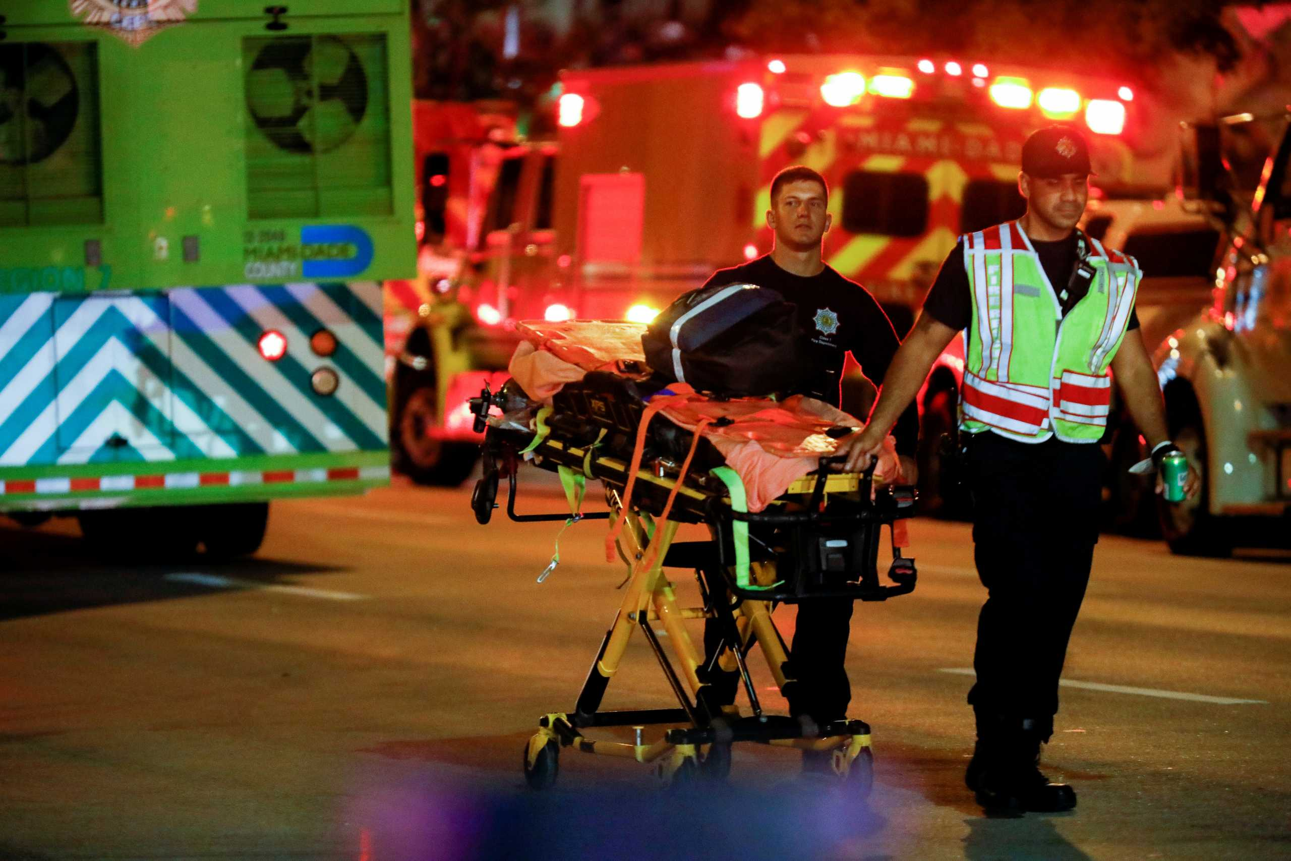 Κατάρρευση κτιρίου στο Μαϊάμι: Πληροφορίες για έναν νεκρό και οκτώ τραυματίες (pics, vids)