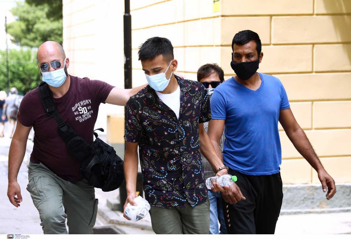Αναβλήθηκε η δίκη για την επίθεση σε 26χρονη σε παραλία – Τι ισχυρίστηκαν οι κατηγορούμενοι