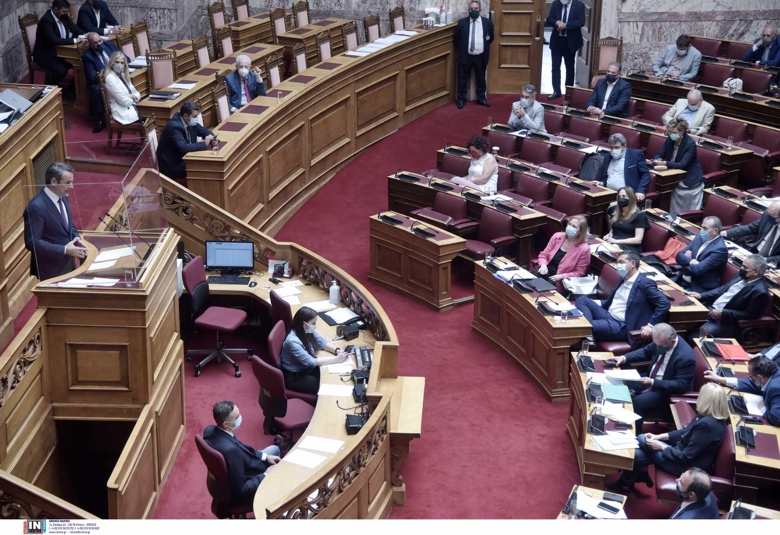 Φωτιές: Σφοδρές αντιδράσεις της αντιπολίτευσης για την κυβερνητική διαχείριση