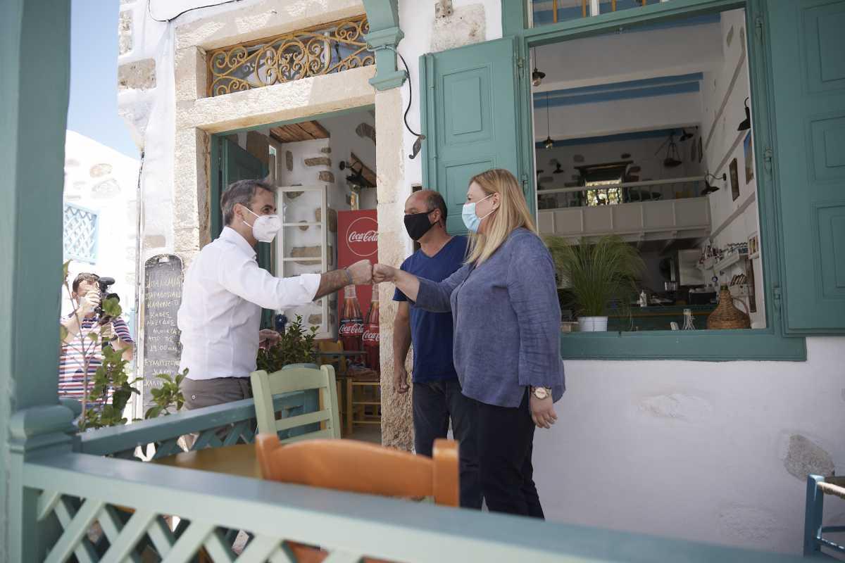Αστυπάλαια: Παράθυρο Μητσοτάκη για μείωση του ΦΠΑ στα νησιά – Τι είπε στους κατοίκους