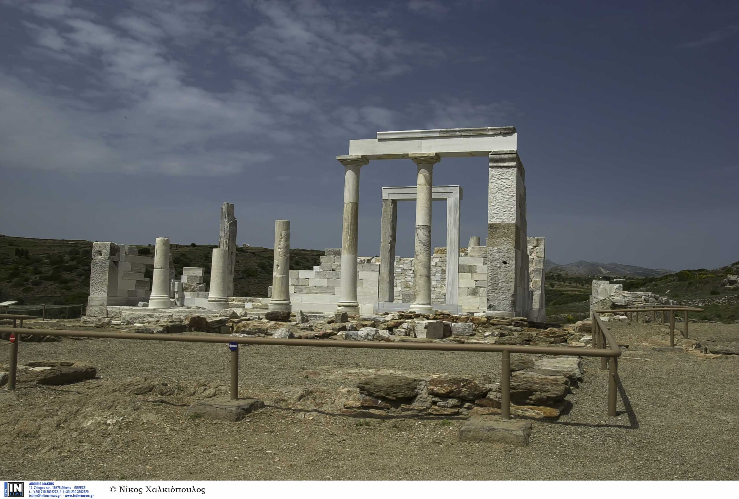 Ο εντυπωσιακός ελληνικός ναός με το λευκό μάρμαρο που κατασκευάστηκε έναν αιώνα πριν τον Παρθενώνα