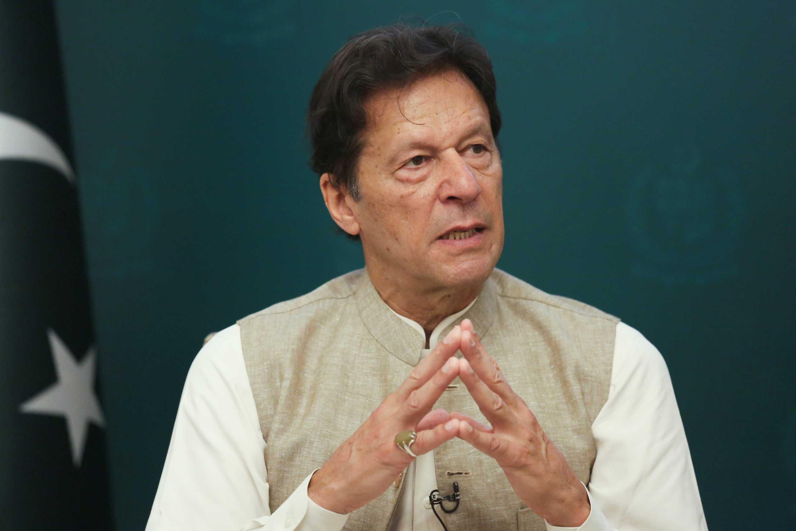 Πακιστάν: Οργή για τον πρωθυπουργό – Δήλωσε πως τα θύματα βιασμού είναι «ελαφρά ντυμένα»