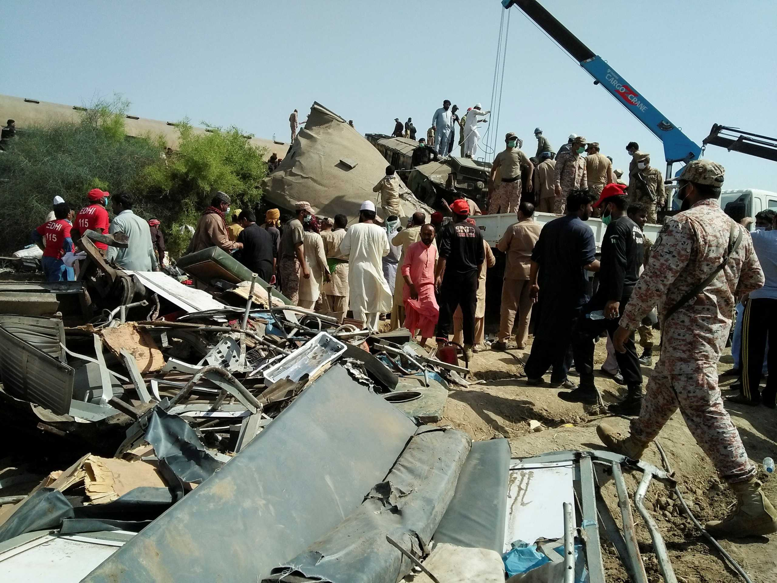 Τραγωδία στο Πακιστάν: Δεκάδες νεκροί και τραυματίες σε σύγκρουση τρένων