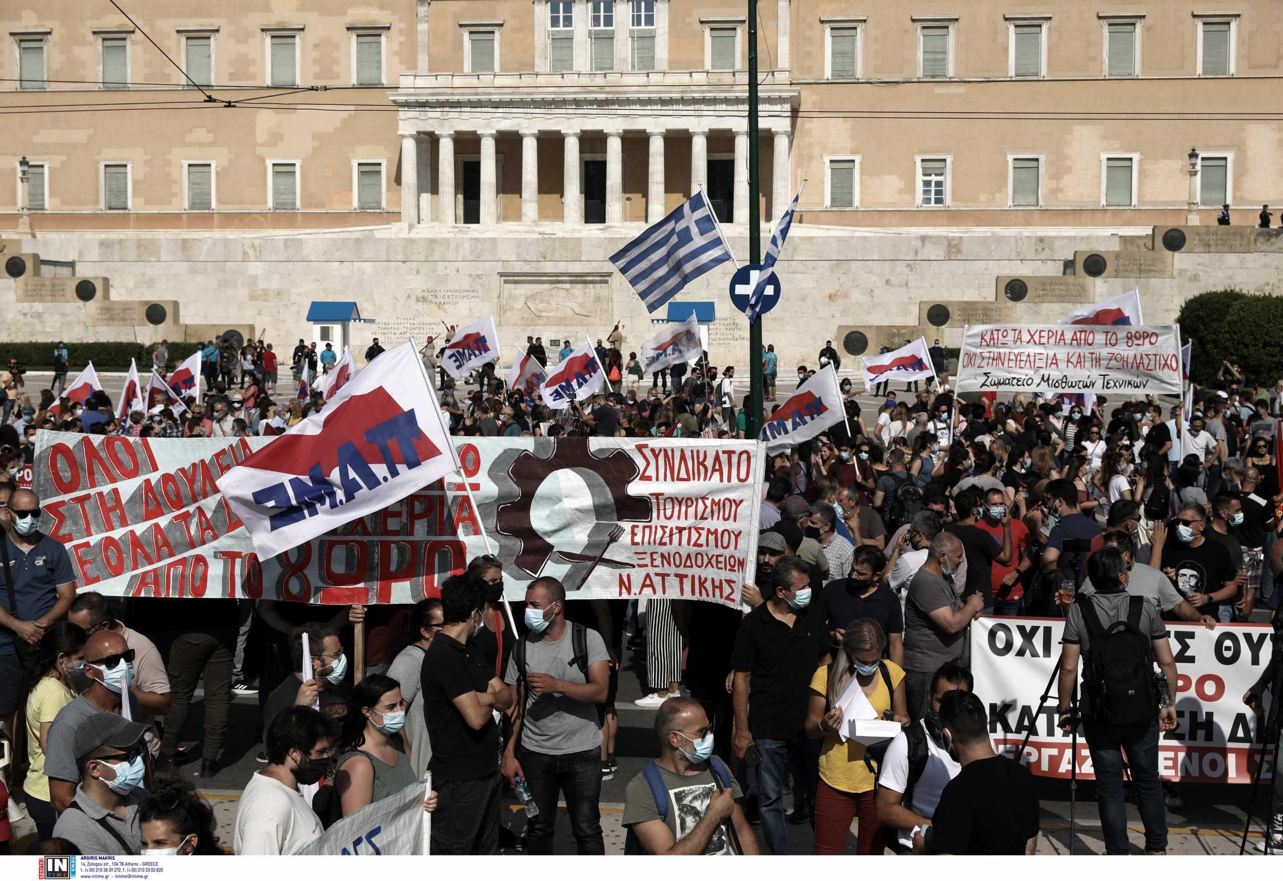 Απεργία: Σε εξέλιξη τα συλλαλητήρια κατά του εργασιακού νομοσχεδίου στο κέντρο της Αθήνας (pics)