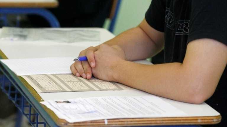 Κρήτη: Υποψήφιοι των πανελληνίων άνοιξαν τα κινητά και αντέγραφαν - Έγιναν αντιληπτοί και μηδενίστηκαν