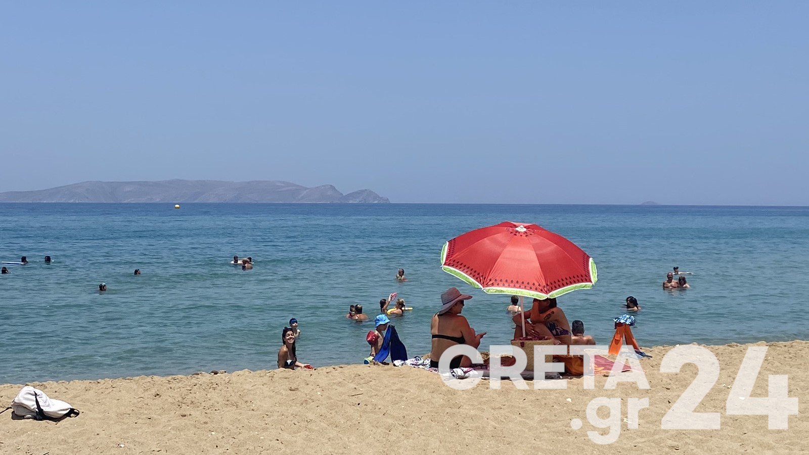 Κρήτη: Στις παραλίες έτρεξαν οι Ηρακλειώτες για δροσιά (pics)