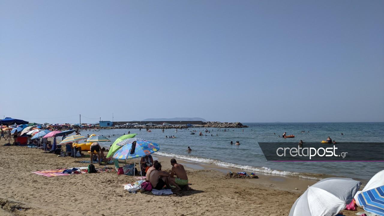 Καύσωνας: Γέμισαν οι παραλίες της Κρήτης (pics)