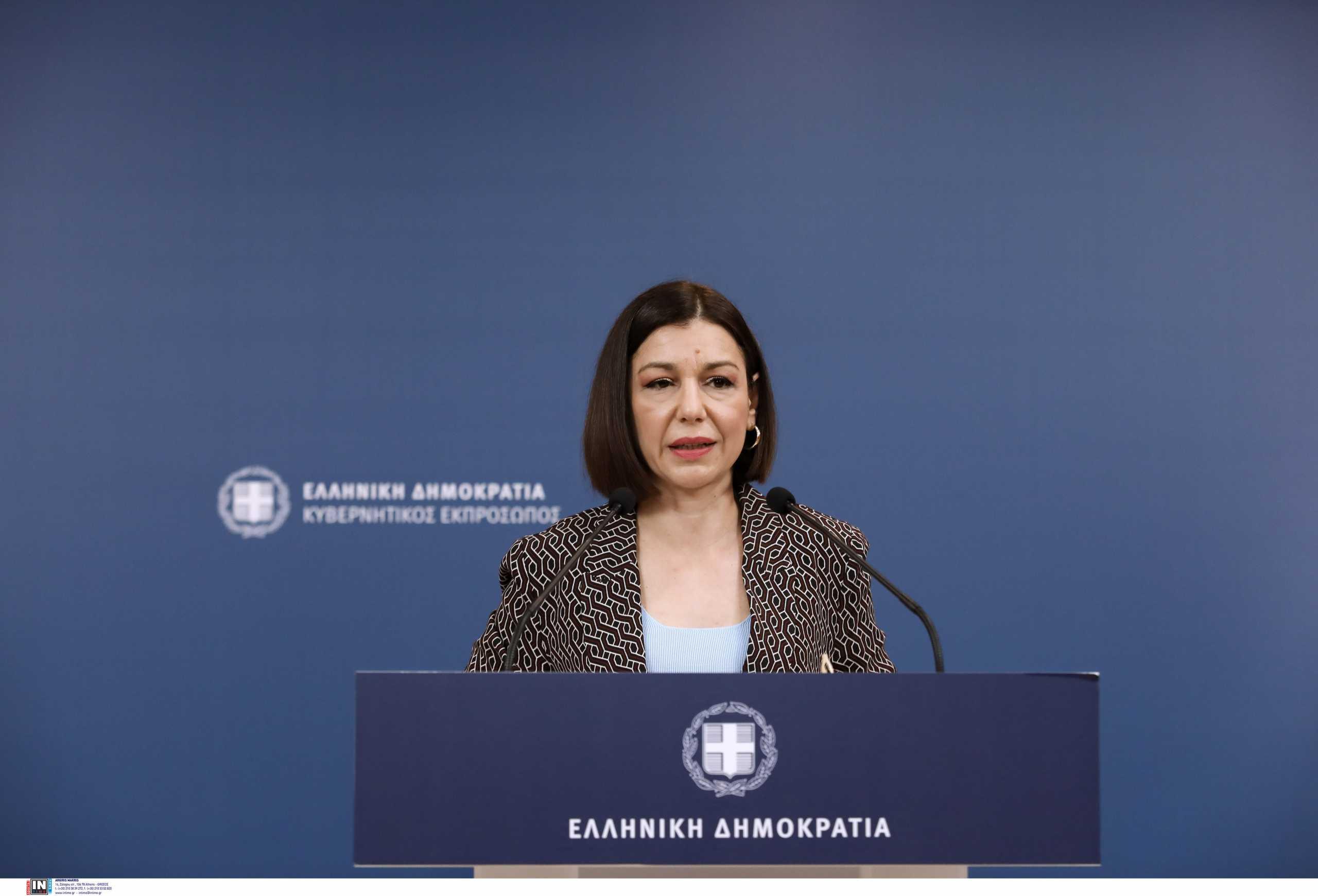 Η ενημέρωση των πολιτικών συντακτών από την Αριστοτελία Πελώνη
