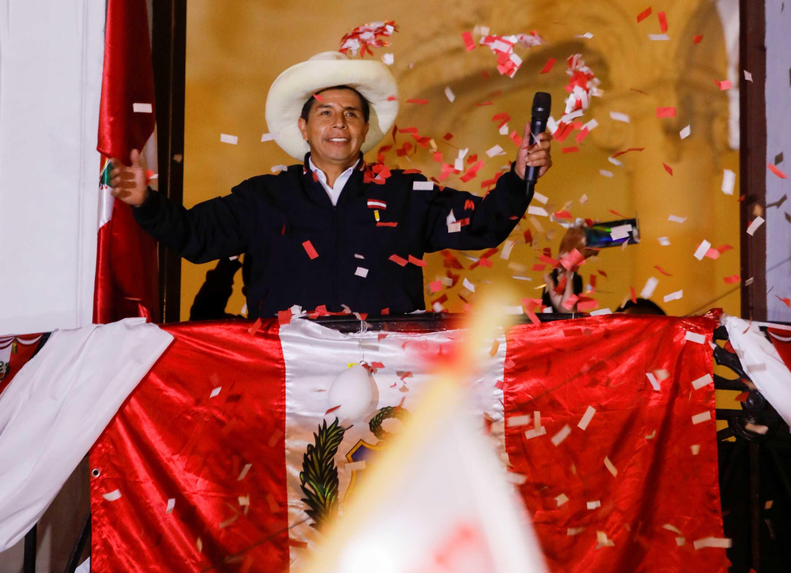 Περού: Ο Καστίγιο ανακηρύσσει εαυτόν νικητή – Ακύρωση 200.000 ψήφων ζητά η Φουχιμόρι