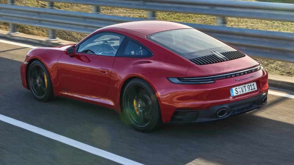 Η Porsche αποκαλύπτει τη νέα 911 GTS (video)