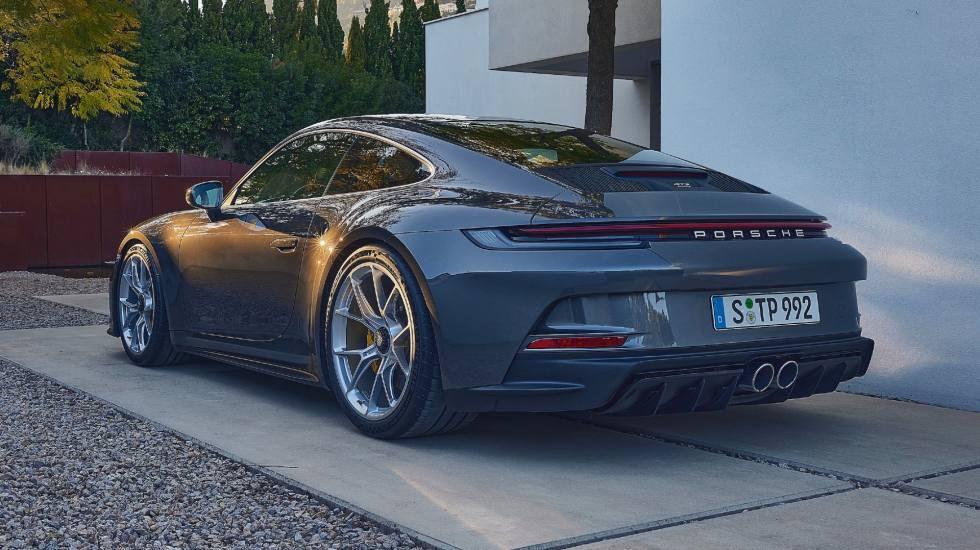 H Porsche αποκάλυψε τη νέα 911 GT3 Touring (video)