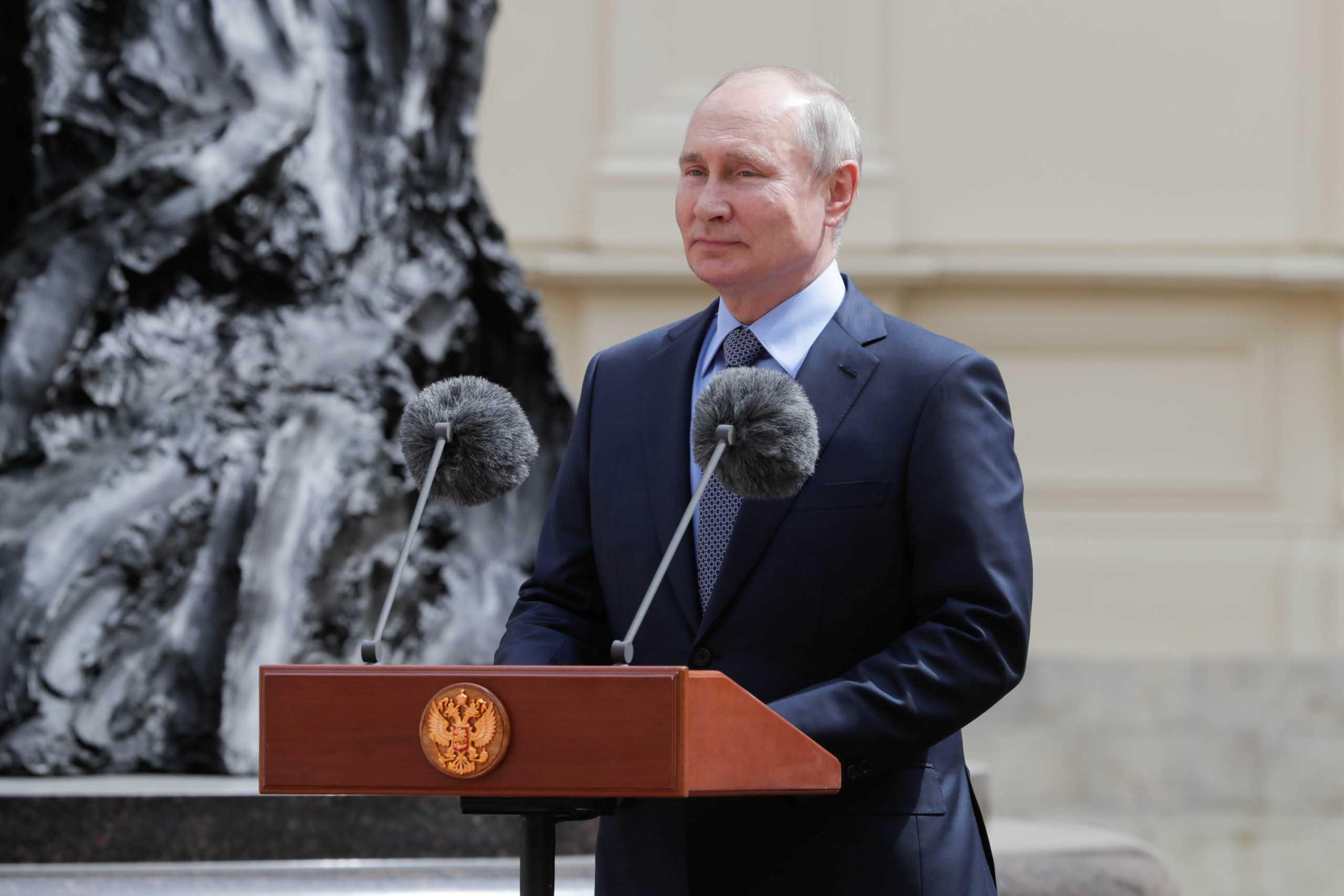 Ο Βλαντιμίρ Πούτιν ανησυχεί για τις φυσικές καταστροφές «πρωτοφανούς» έκτασης που πλήττουν τη Ρωσία
