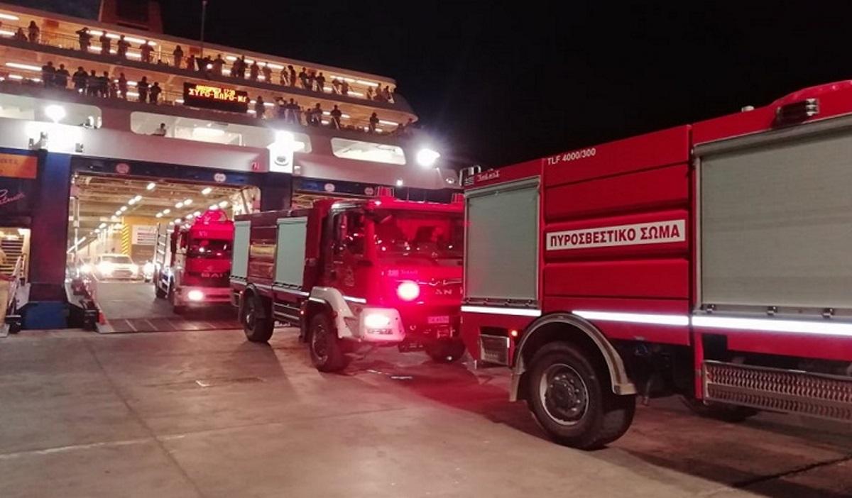 Φωτιά στην Πάρο: «Έπιασαν» τις φλόγες – Στη μάχη και πυροσβέστες που έφτασαν από Πειραιά