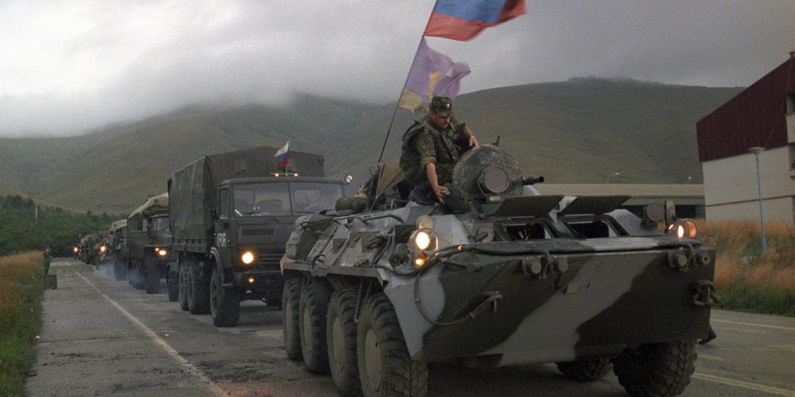 Κόσοβο: Η «άγνωστη» στιγμή που NATO και Ρωσία ήρθαν «αντιμέτωποι» με θερμό επεισόδιο [vid]