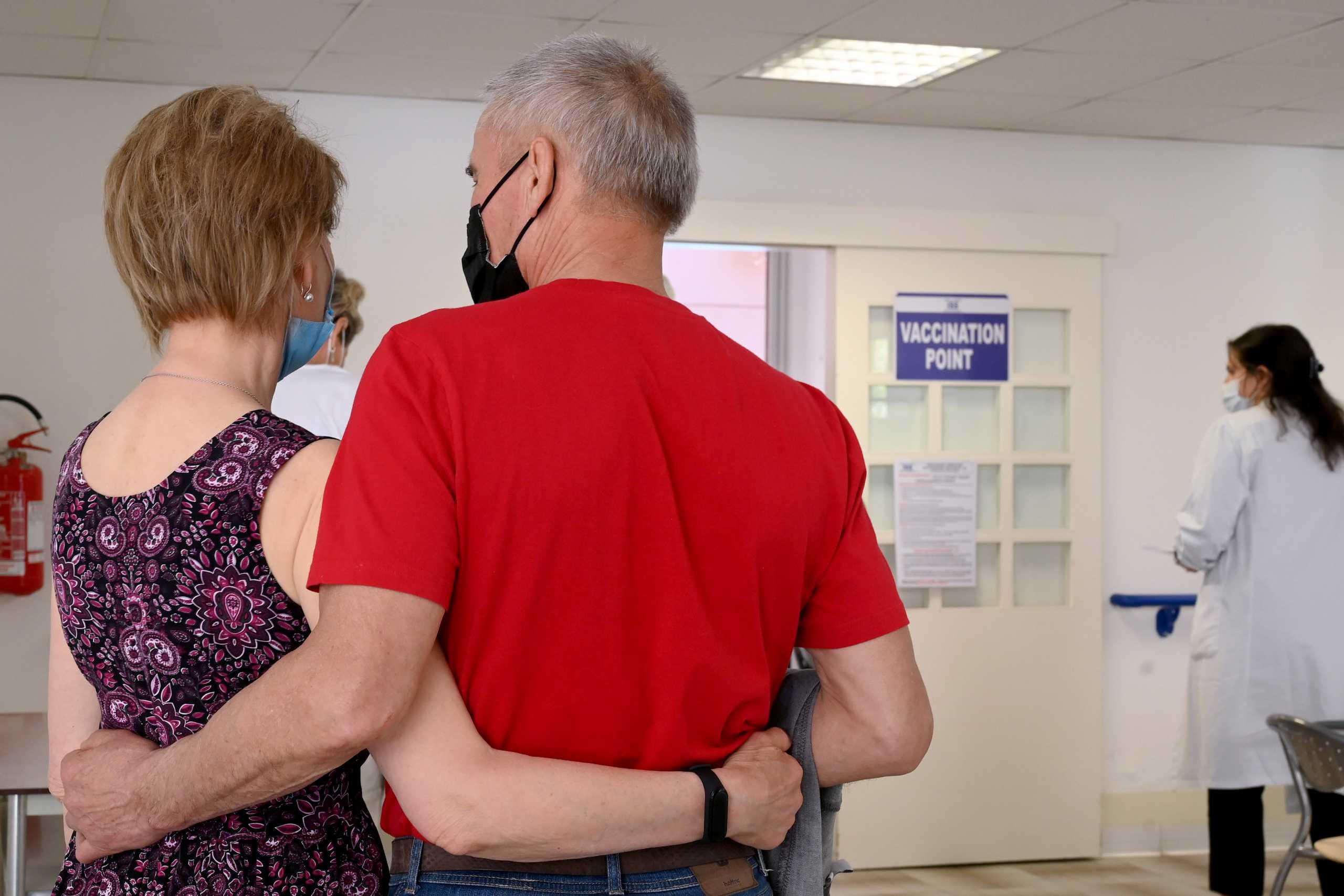 Κορονοϊός: Ανοσία για έναν χρόνο μετά τον πλήρη εμβολιασμό – Τι έδειξε έρευνα του ΕΚΠΑ