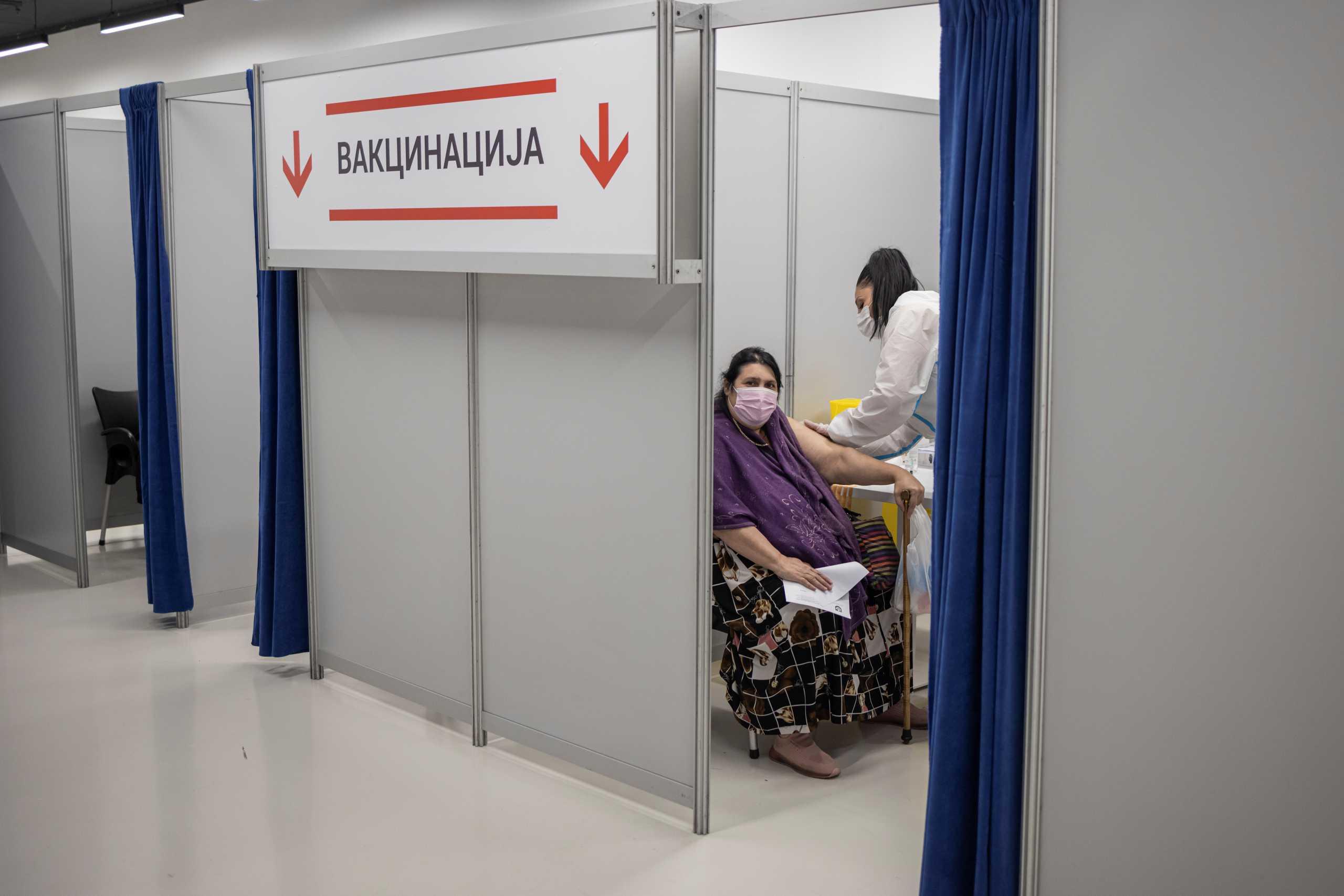 Σερβία: «Πράσινο φως» από τους ειδικούς για τρίτη δόση με εμβόλιο mRNA