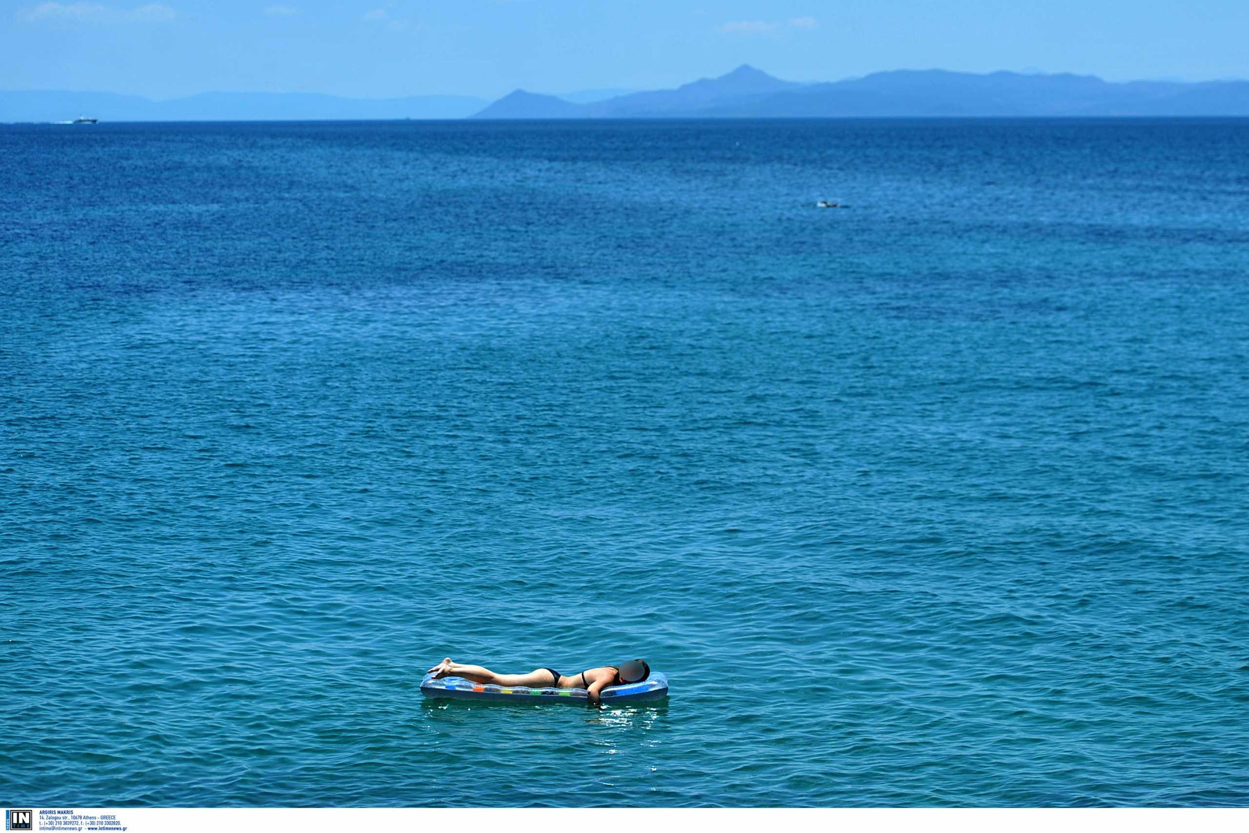 Θεσσαλονίκη: Διακοπές θανάτου για τουρίστρια – Πάγωσαν στην παραλία που έπεσε για μπάνιο