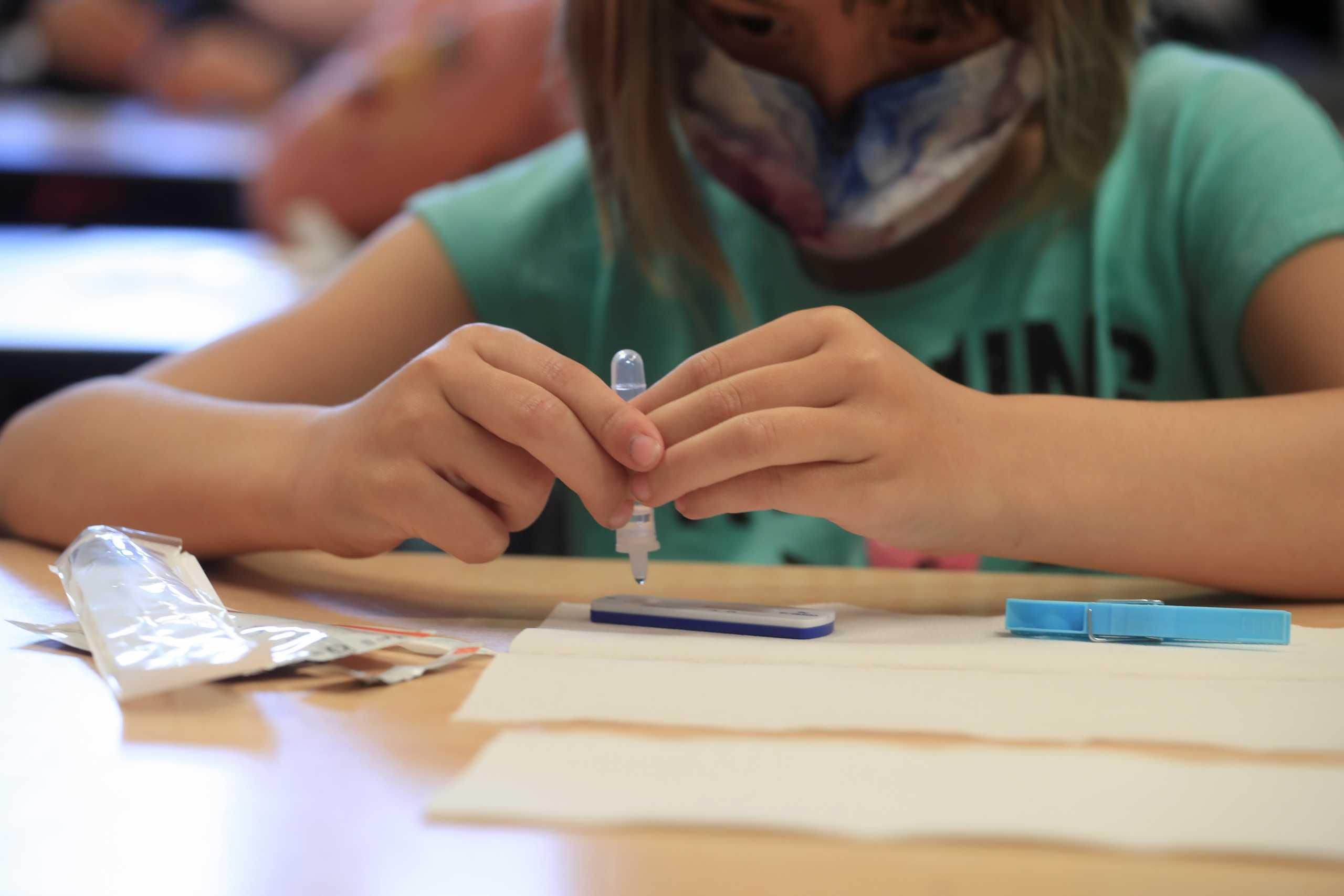Ισπανία: Στόχος να εμβολιαστούν οι νέοι 12-17 ετών πριν ξεκινήσουν τα σχολεία