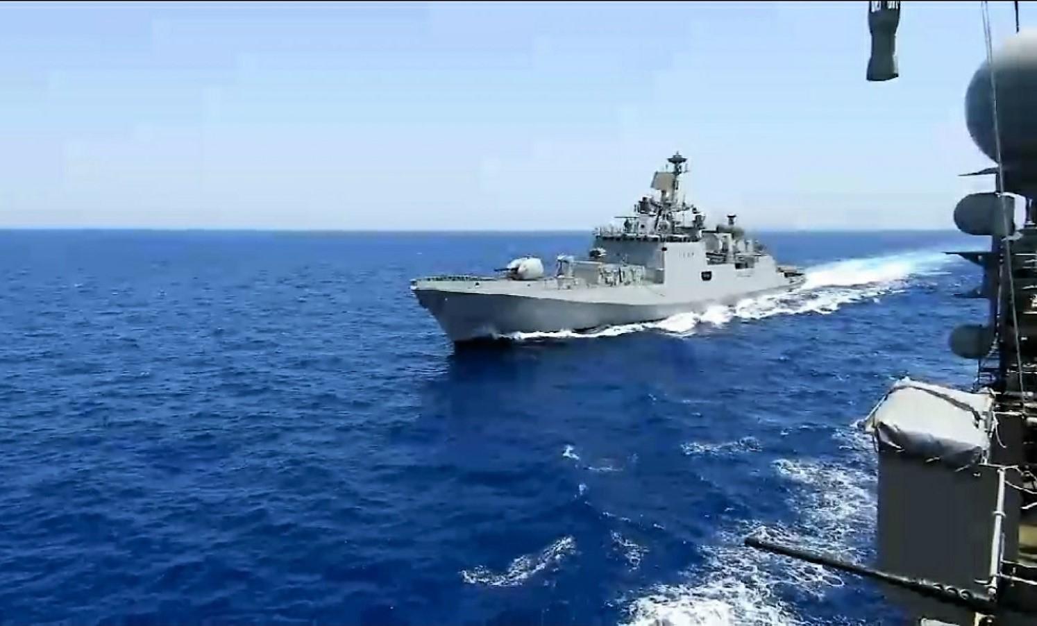 Ελλάδα: Συνεκπαίδευση PASSEX με φρεγάτα του Πολεμικού Ναυτικού της Ινδίας (pics)