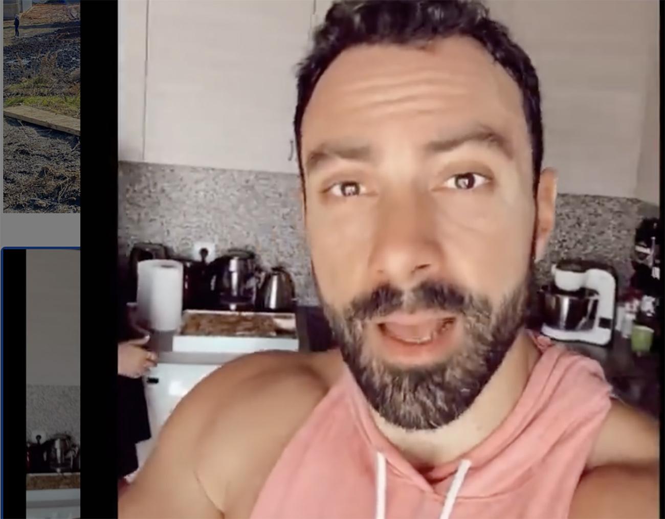 Σάκης Τανιμανίδης: Ποζάρει με τα δύο αδέρφια του, όπως έκαναν μικροί