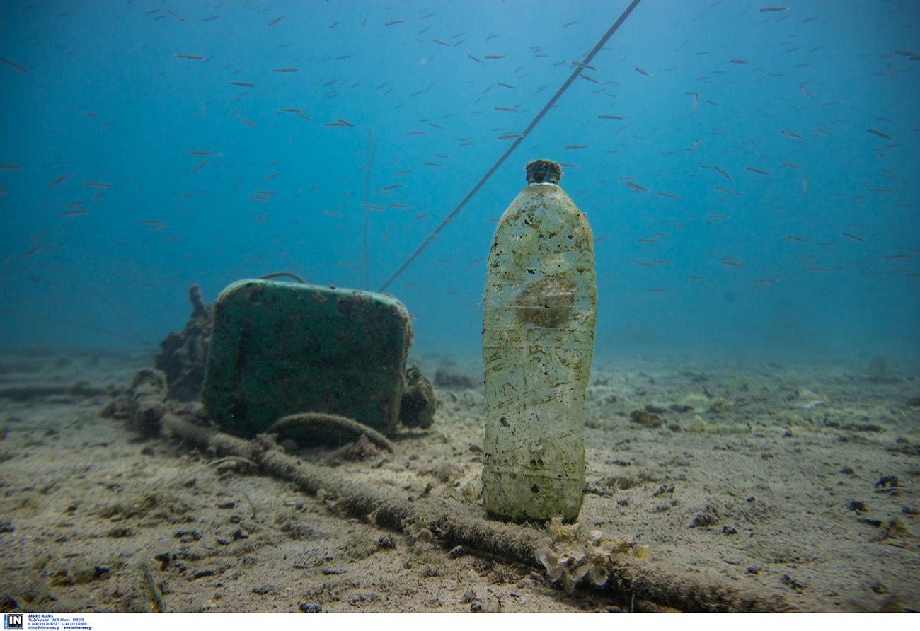 Τα 4 πλαστικά αντικείμενα που μολύνουν περισσότερο τους ωκεανούς