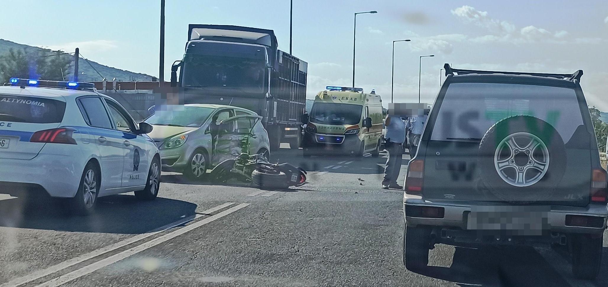 Ιωάννινα: Σοβαρός τραυματισμός οδηγού μηχανής μετά από σύγκρουση με ΙΧ (pics)