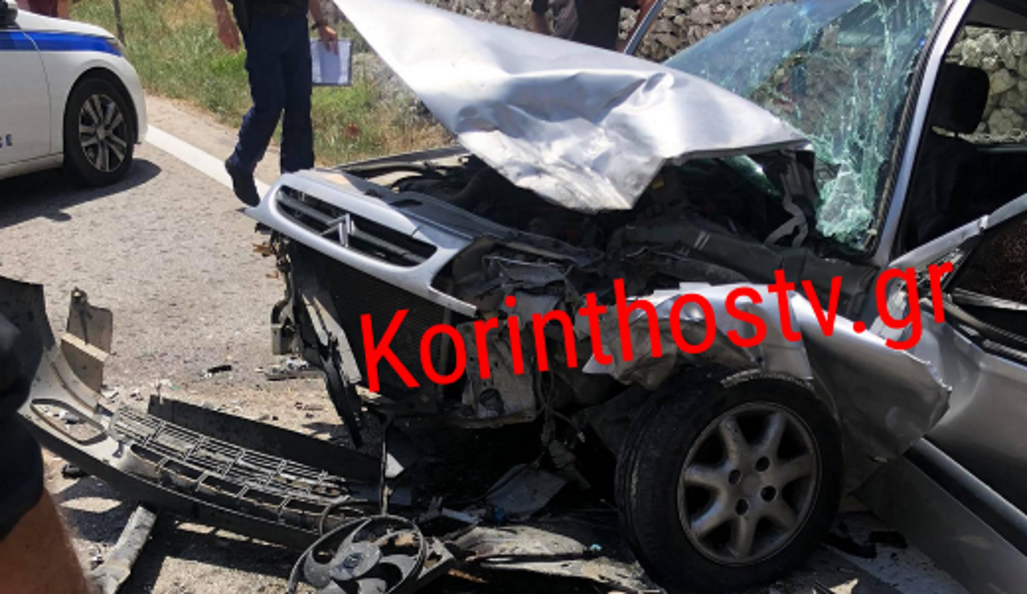 Κόρινθος: Μία τραυματίας σε ανατριχιαστικό τροχαίο – Παραμορφωμένες λαμαρίνες δύο αυτοκίνητα (pics)