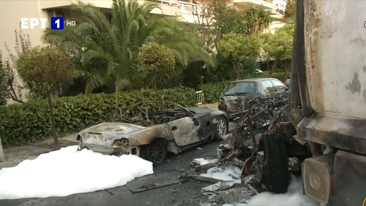 Τρομερό τροχαίο στο Καβούρι: Εκρήξεις και φωτιά σε αυτοκίνητα