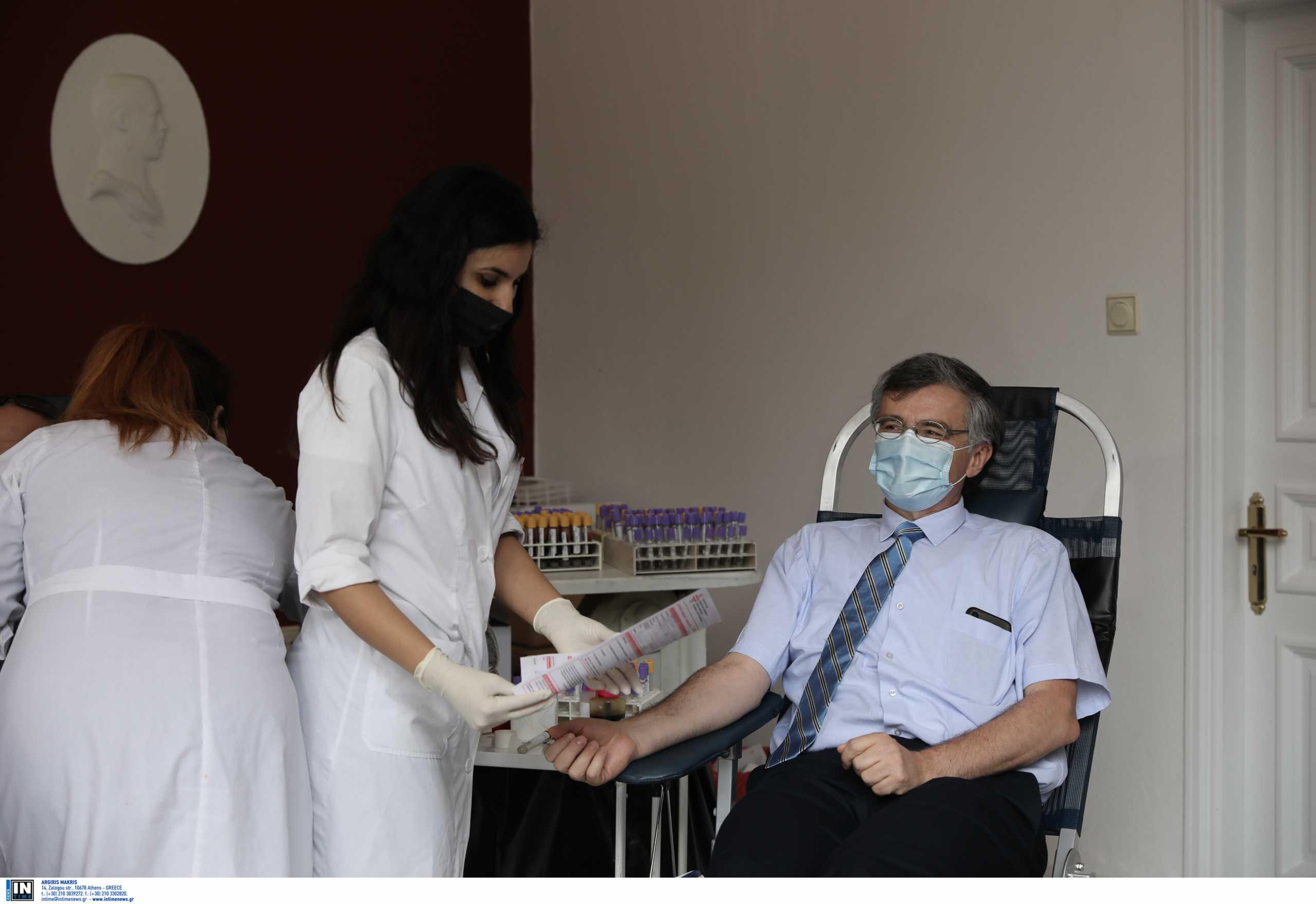 Σωτήρης Τσιόδρας: Έδωσε και αίμα στους κήπους του Προεδρικού Μεγάρου