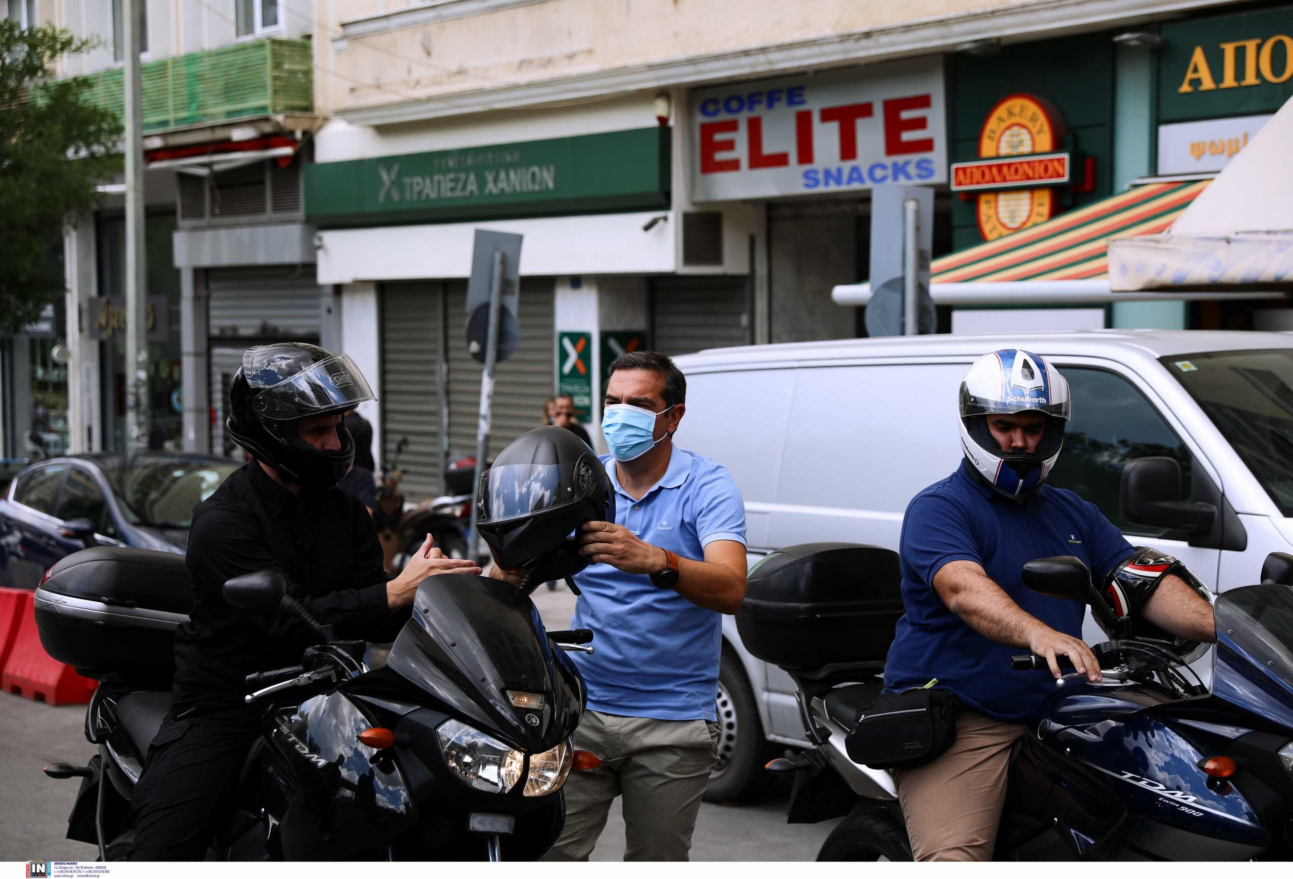 Απεργία: Με μηχανή στην πορεία ο Αλέξης Τσίπρας – Selfies, χαμόγελα και αγκαλιές (pics)