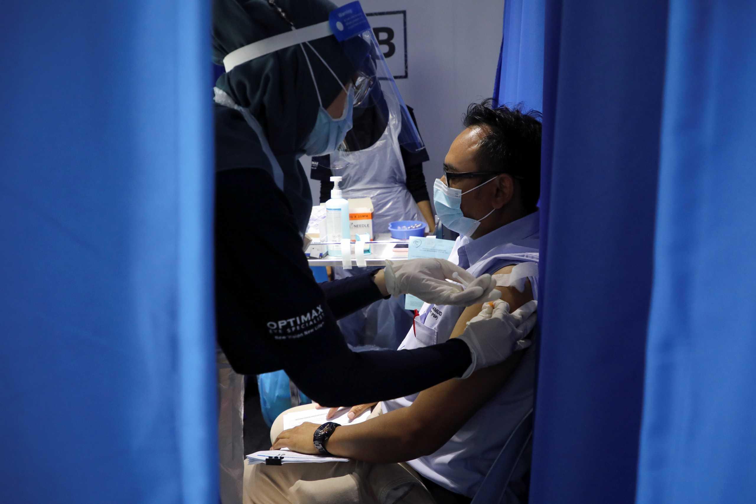 Κορονοϊός – Έρευνα:  Μια τρίτη δόση εμβολίου μπορεί να ενισχύσει την προστασία των μεταμοσχευμένων