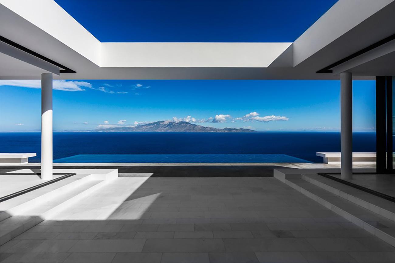 Silver House: Μια πανέμορφη κατοικία στην Ζάκυνθο με θέα που κόβει την ανάσα