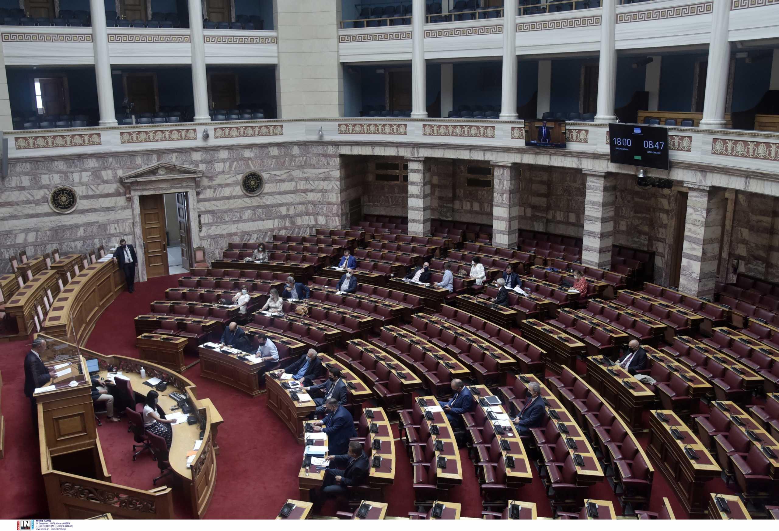 Στη Βουλή το νομοσχέδιο για τις νέες επικουρικές – Αίτηση αντισυνταγματικότητας από τον ΣΥΡΙΖΑ