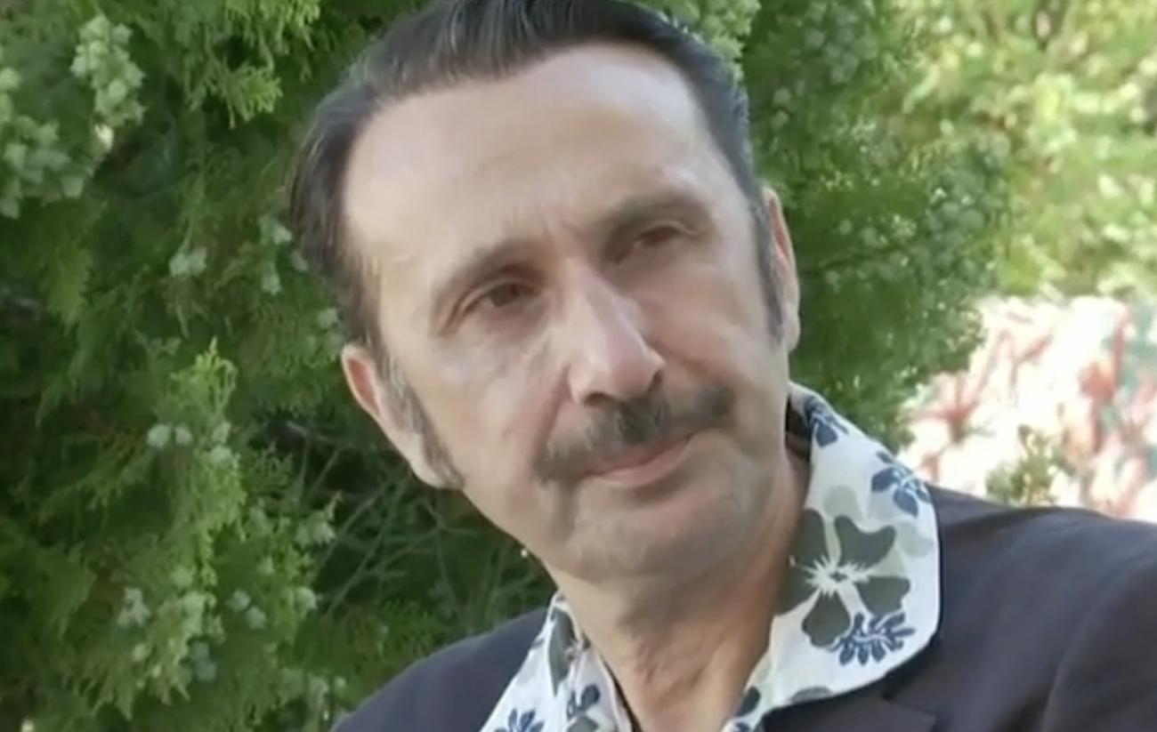 Ξεσπά ο Ρένος Χαραλαμπίδης: «Να ανεχτώ ένα παλιάνθρωπο στο θέατρο γιατί είναι μεγάλος καλλιτέχνης;»