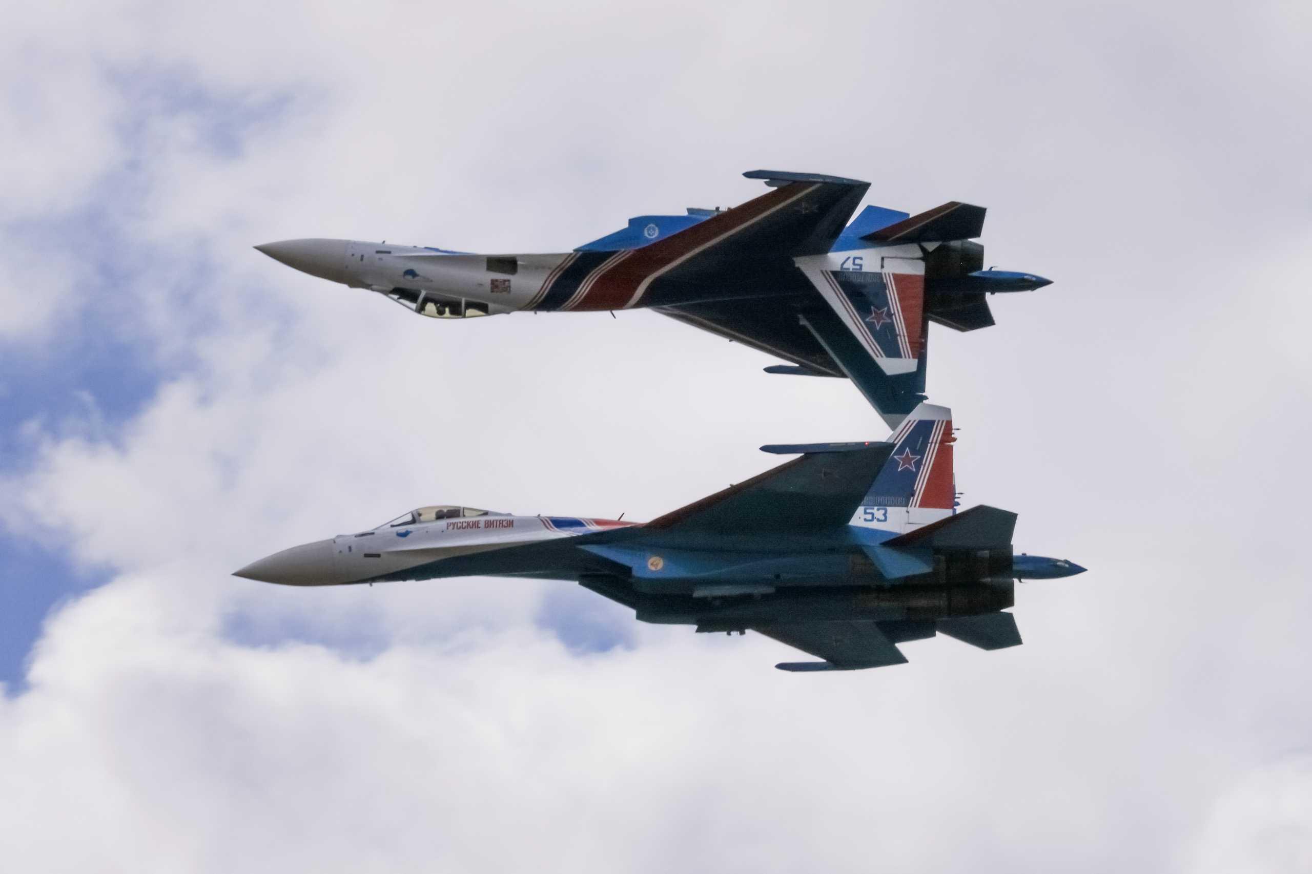 «Μαγευτική» MAKS-2021: Οι επίλεκτοι Ρώσοι πιλότοι έκλεψαν τις εντυπώσεις – Θεαματικά πλάνα