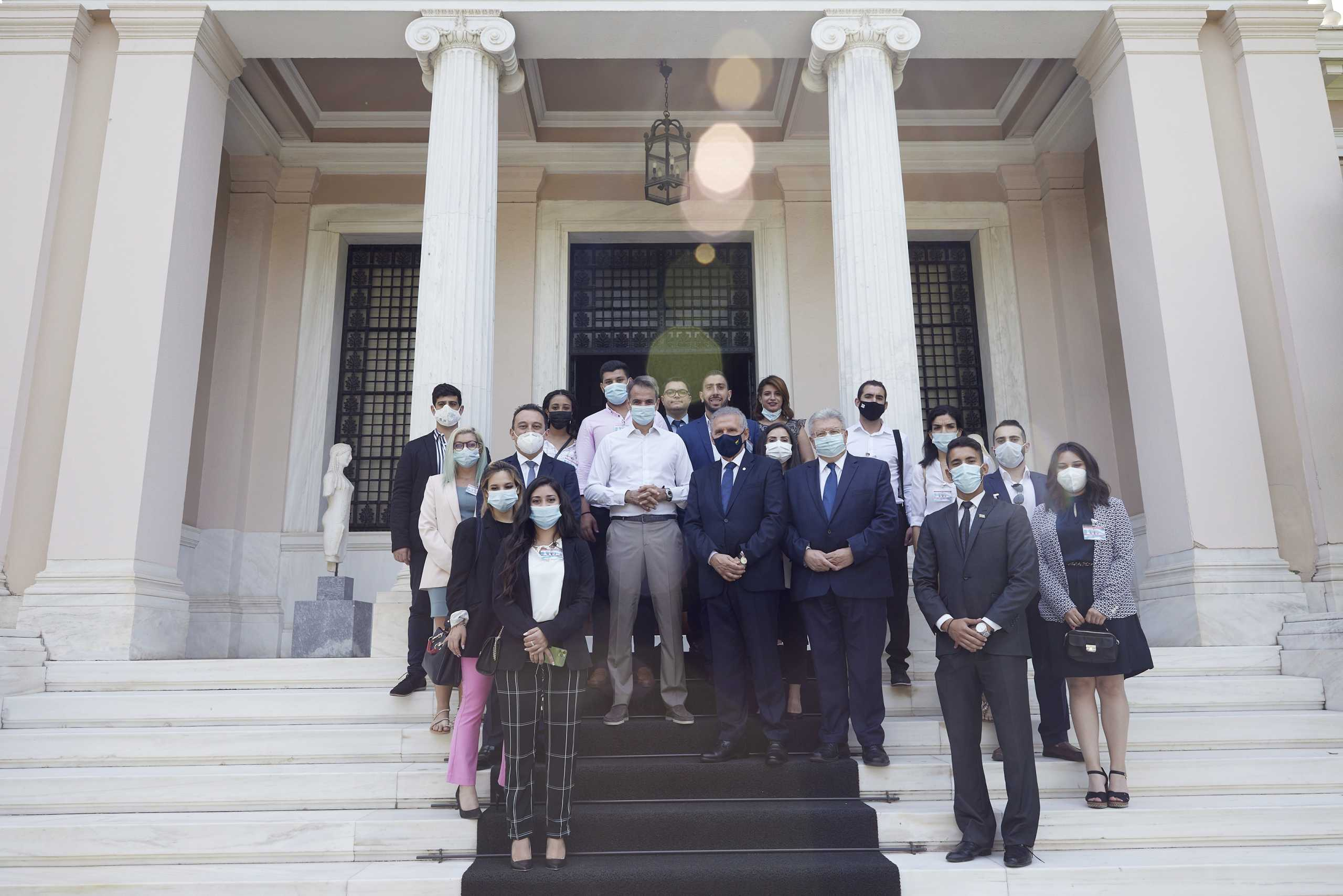 Κυριάκος Μητσοτάκη σε νέες και νέους του προγράμματος «Νόστος»: «Ο παγκόσμιος ελληνισμός μεγάλη δύναμη για τη χώρα»