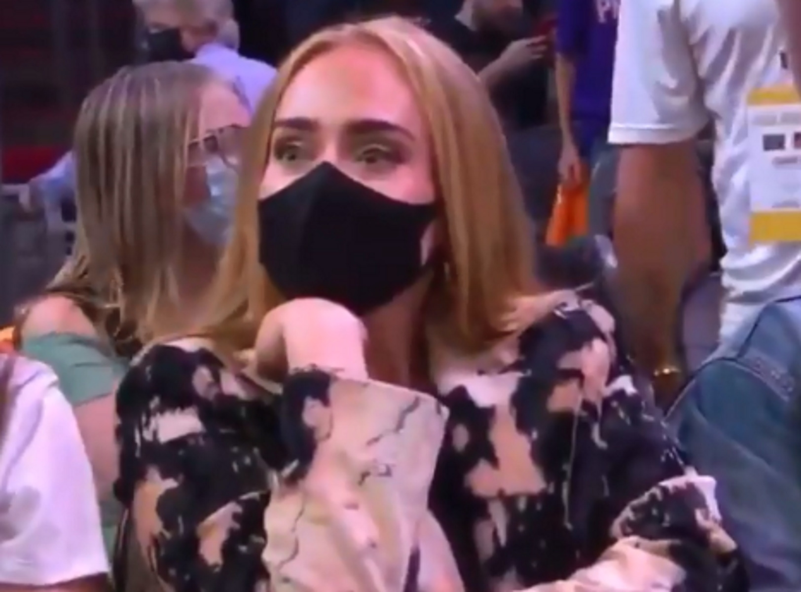 Γιάννης Αντετοκούνμπο: Η «έξαλλη» Adele αποδοκίμαζε τον «Greek Freak» στο Game 5