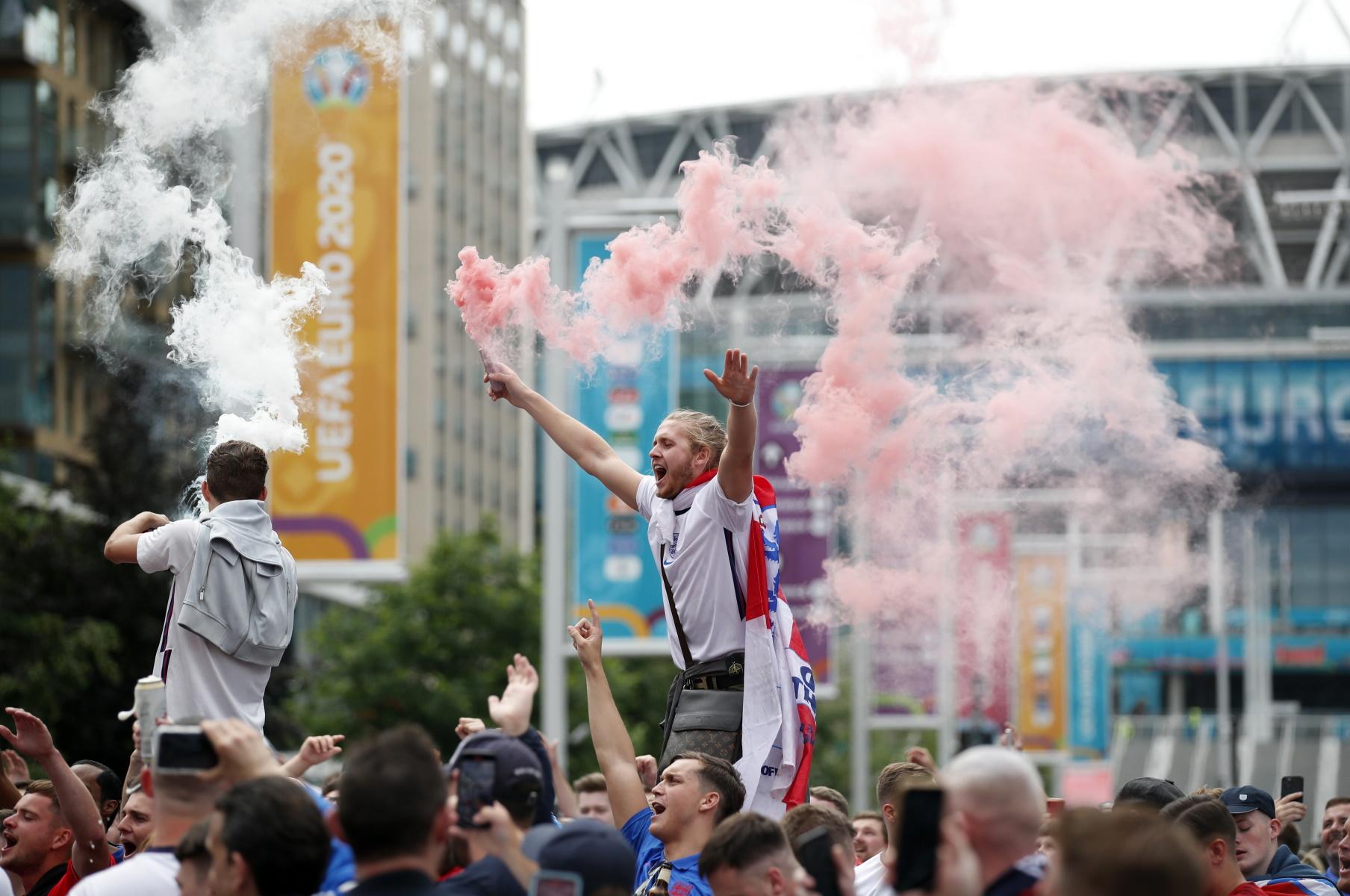 Euro 2020: Από το μεσημέρι στο Wembley – Ξεκίνησαν από νωρίς τις μπύρες