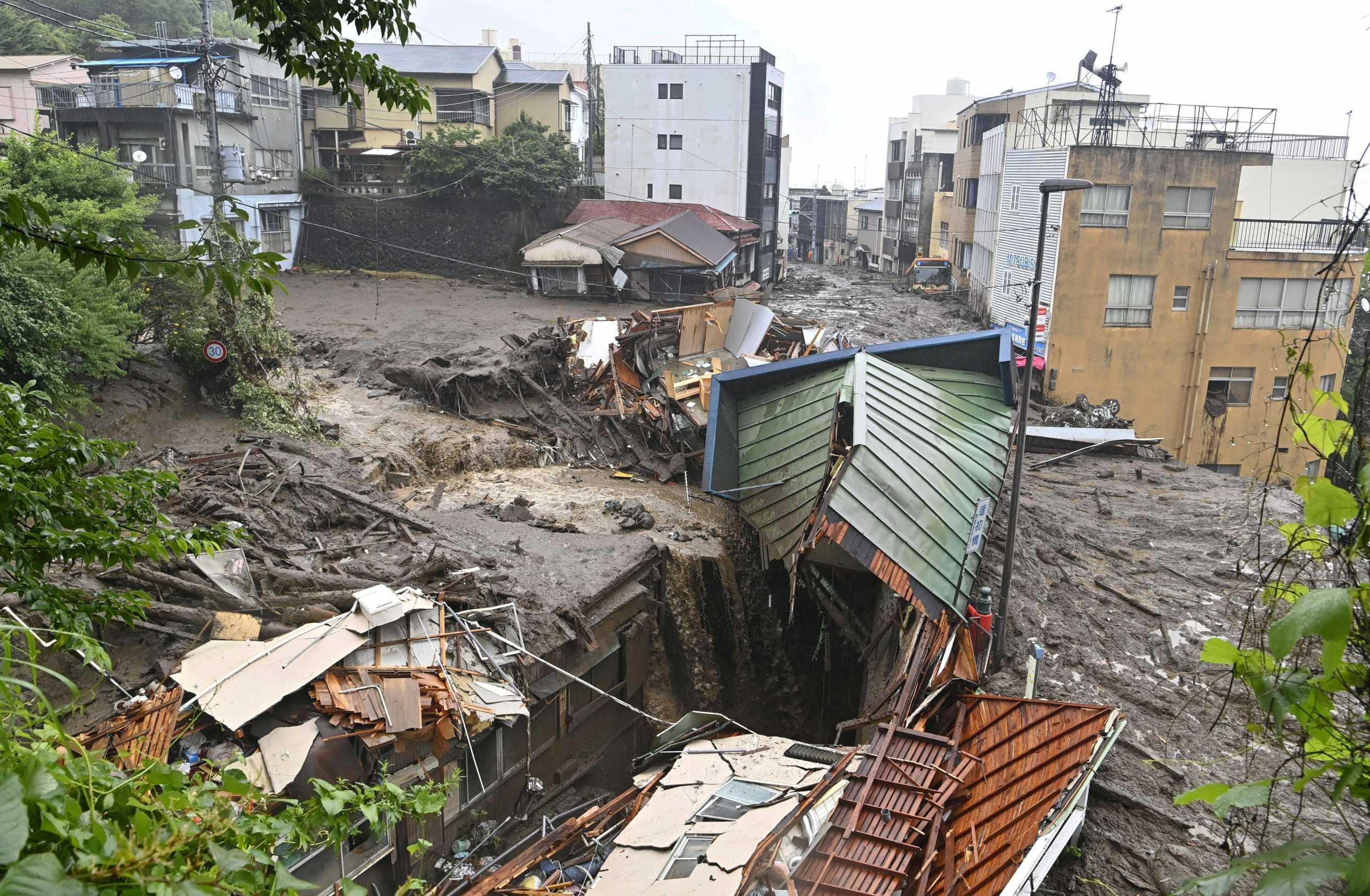 Καταρρακτώδεις βροχές σαρώνουν την Ιαπωνία: Τουλάχιστον 2 νεκροί – Δεκάδες αγνοούμενοι από τις κατολισθήσεις